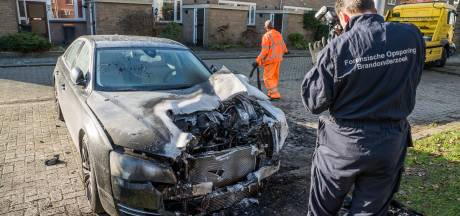 Ferid (31) zag de vlammen uit zijn peperdure BMW slaan: 'Er gebeuren gekke dingen hier in Deventer'