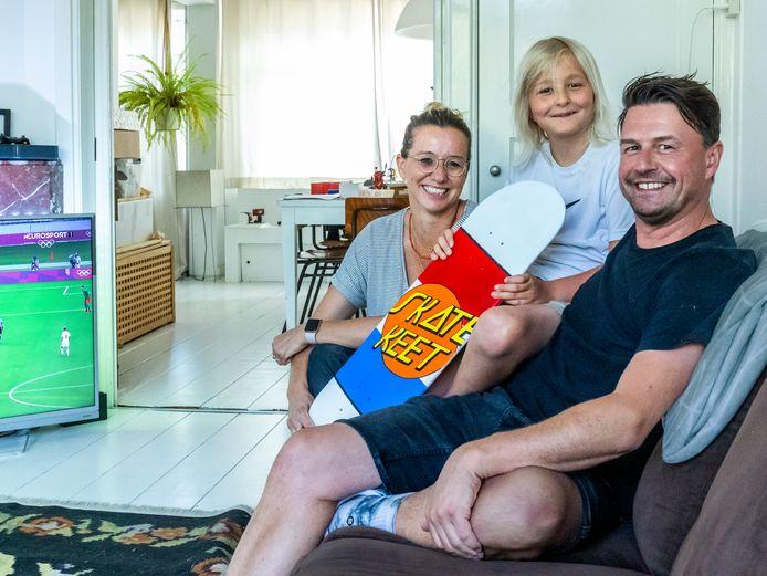 Elsbeth, Henno en Teun, de ouders en het broertje van Keet Oldenbeuving (16).