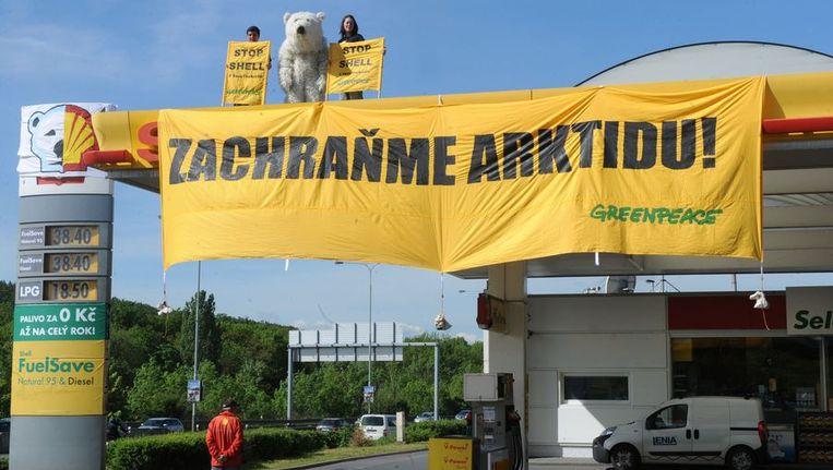 Protest in Praag in mei tegen boorplannen van Shell in Alaska. Beeld AFP