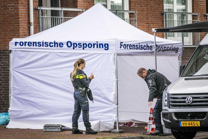 Forensische Opsporing doet onderzoek op de plaats delict in Beuningen.