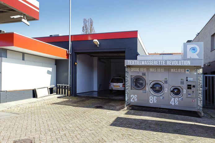 De textielwasserette bij het onbemande tankstation van Avia XPress aan de Baandervrouwenlaan in Boxtel staat er voorlopig een jaar.
