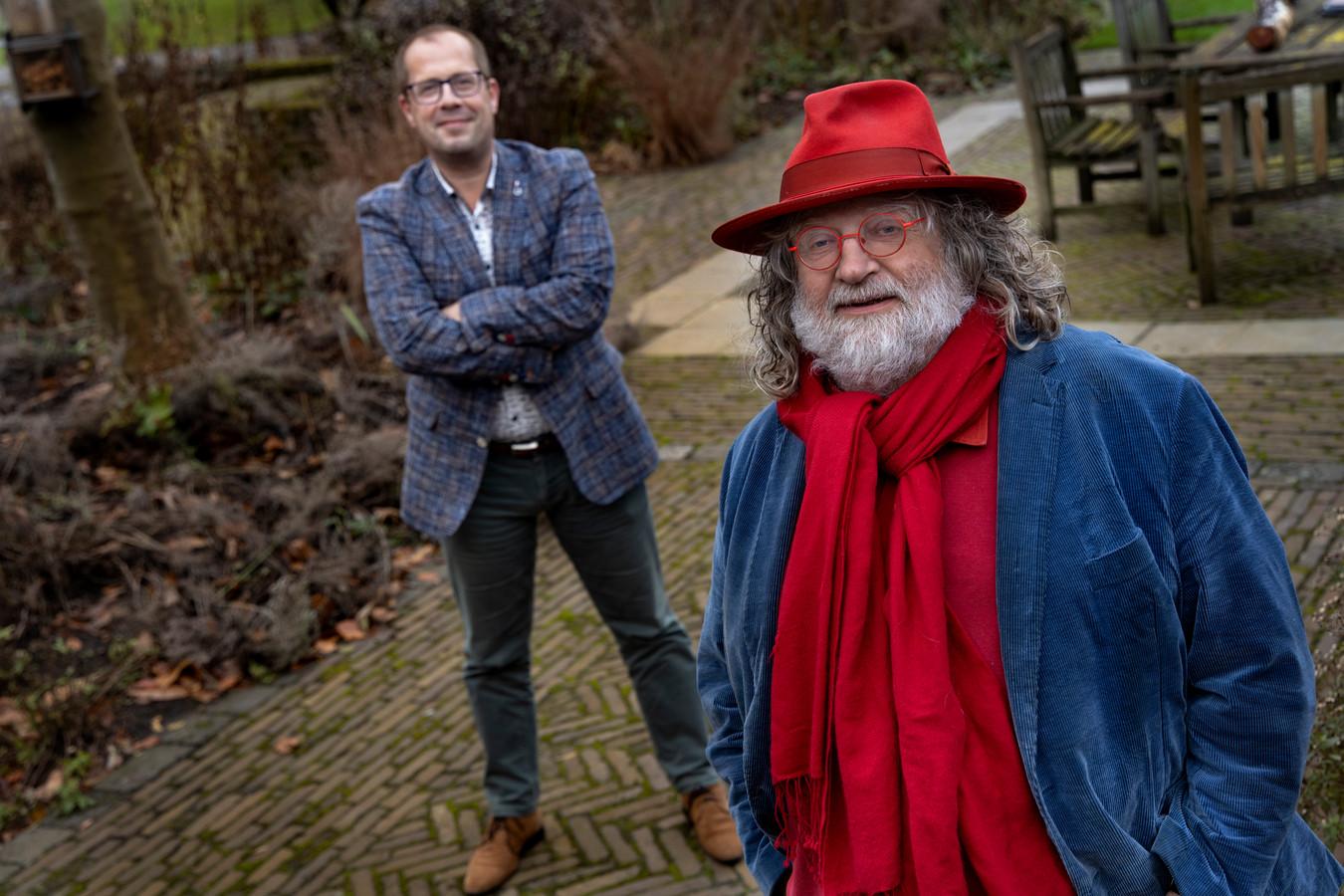 Hovenier Fons Linders (rechts) wil afvallen, wethouder Ralf Stultiëns wil stoppen met roken. Zij zijn twee van de twintig Bekende Nuenenaren die meedoen aan de '10 Weken Challenge'.