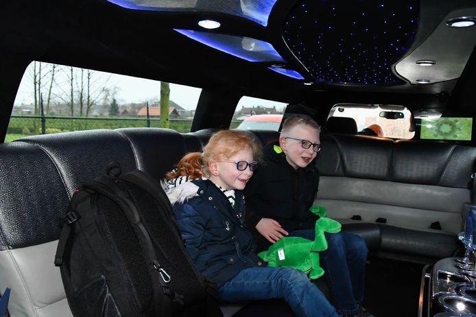 Lucas (10) en zijn zusje Marit (7) hebben het Hermansky-Pudlak syndroom. Daarom kreeg het gezin afgelopen zaterdag een feestelijke Opkikkerdag.
