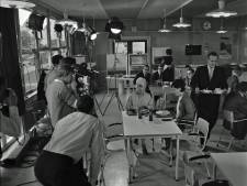 Welke filmploeg liep er in juni 1964 rond bij Philips?