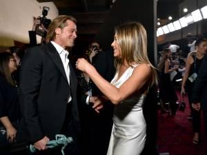 Jennifer Aniston porte toujours la bague de fiançailles de Brad Pitt