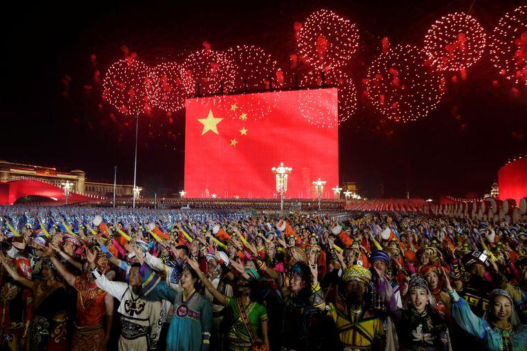 Vuurwerk boven het Plein van de Hemelse Vrede in Peking, tijdens de viering van 70 jaar Chinese Volksrepubliek.  Beeld REUTERS
