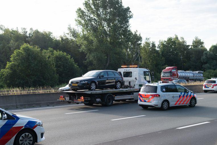 De wagen werd getakeld voor verder onderzoek.