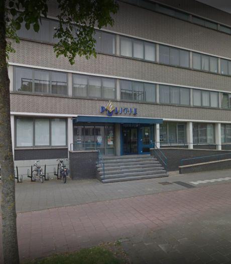 Politie belaagd: zwaar vuurwerk ontploft op binnenplaats van bureau in Helmond