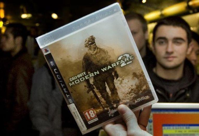 Winkels openden hun deuren 's nachts om het computerspel Call of Duty: Modern Warfare 2 te verkopen. Gamers stonden in de rij. ANP Photo Beeld