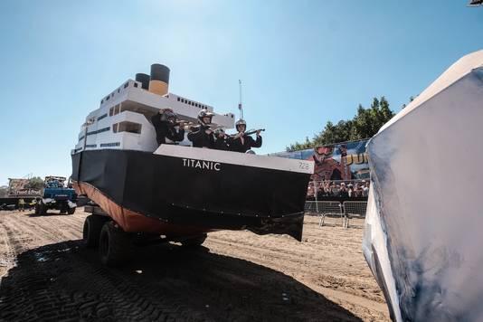 Deze 'Titanic' reed vorig jaar mee in de Zwarte Cross en 'brak' zelfs in tweeën bij de aanvaring met de ijsberg.