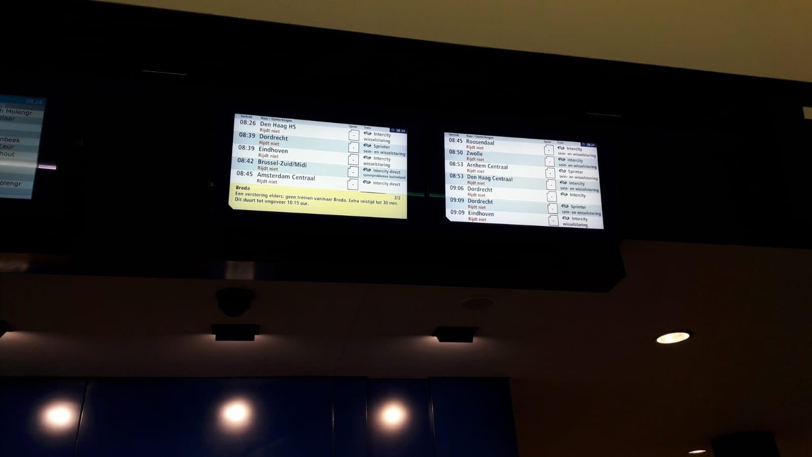 Informatieborden op st5ation Breda maken melding van de wisselstoring.