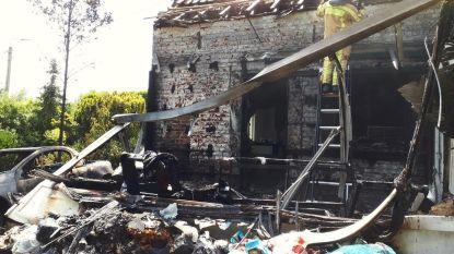Autobrand slaat over op huis van alleenstaande moeder in Moorslede