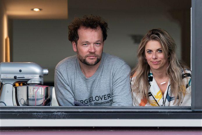 Edwin Klaasen en zijn vriendin in hun woning in Waalwijk.