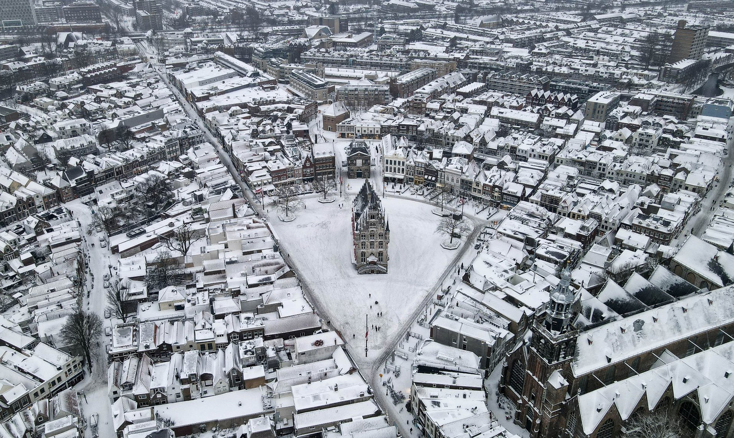 Stadhuis Gouda in de sneeuw, winter 2020.