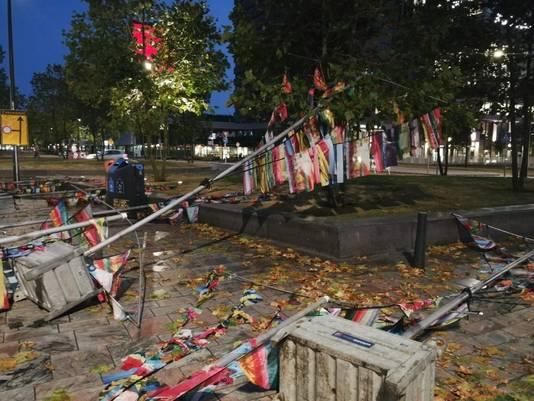 Tijdens het noodweer vielen de vlaggetjes voor het Zomercarnaval om.