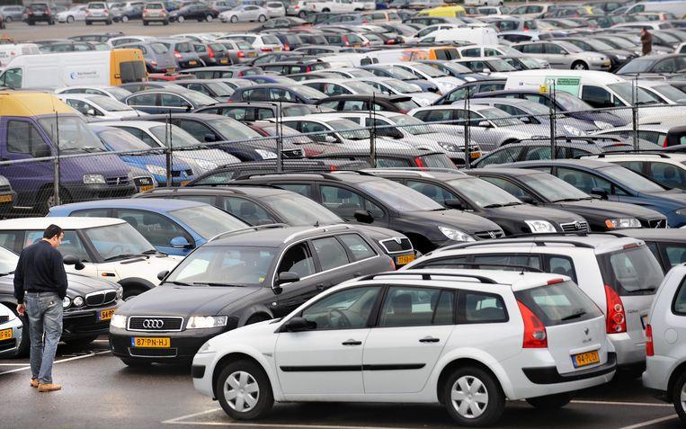 Occasions van Leaseplan in Raamsdonksveer.  Beeld Marcel van den Bergh / de Volkskrant