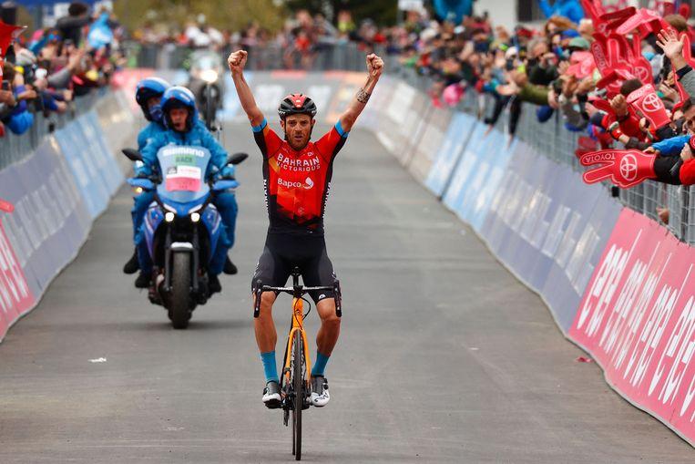 Damiano Caruso viert zijn overwinning Beeld AFP