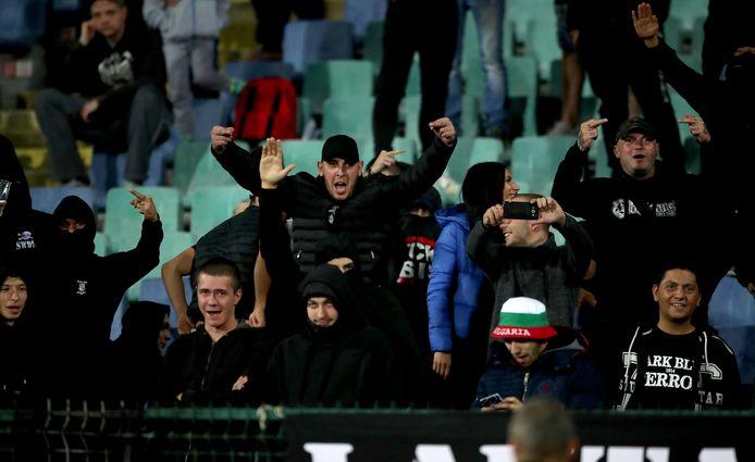 'Supporters' van Bulgarije tijdens de nederlaag tegen Engeland (0-6) van gisteravond in Sofia.