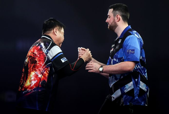 Paul Lim (left) shakes hands with Luke Humphries after winning the match during day four of the William Hill World Darts Championship at Alexandra Palace, London. ! only BELGIUM !