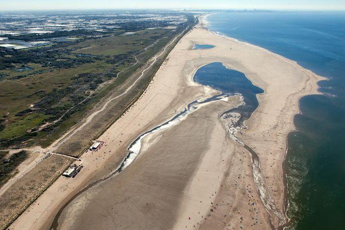 Eindeloze stranden rond de Zandmotor. Den Haag probeert binnenlandse toeristen te trekken met de hashtag #zeevanruimte.