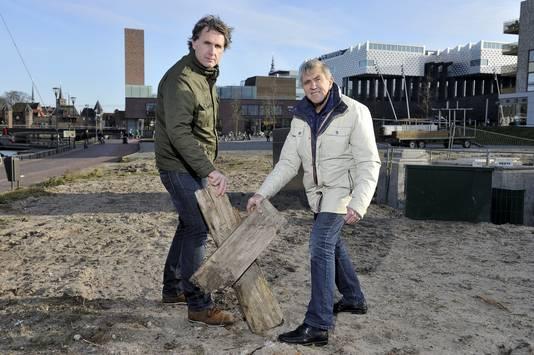 Het burgerinitiatief waarvoor Laurens Olieman (l) en Jan van 't Hof zich hardmaken, moet het gemeentehuis overhalen.
