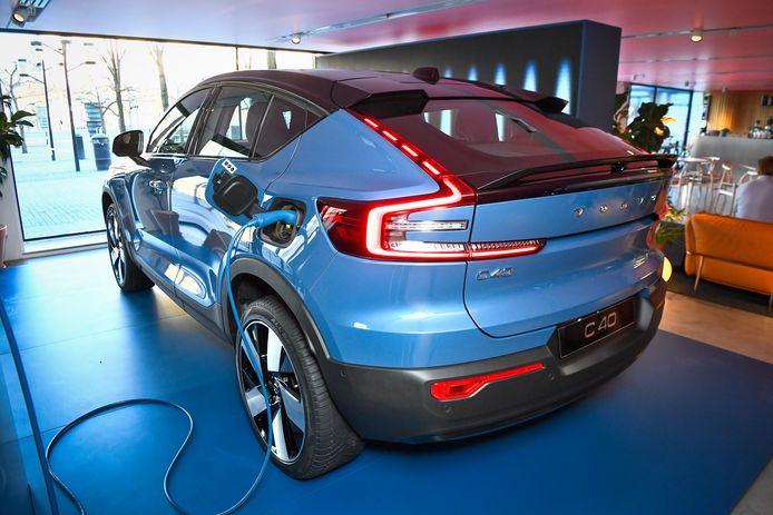 Volvo maakte vandaag bij de officiële voorstelling van haar nieuwste stekkerwagen, de Volvo C40 Recharge, bekend dat het vanaf 2030 enkel nog online zal verkopen.