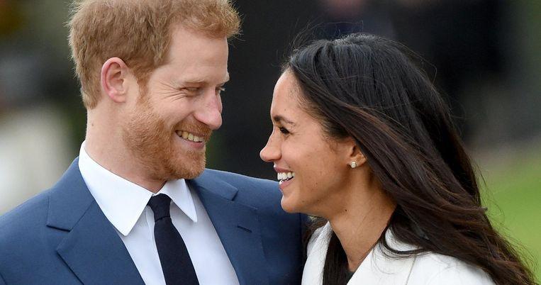 Prins Harry en Meghan Markle poseren voor de pers. Beeld epa