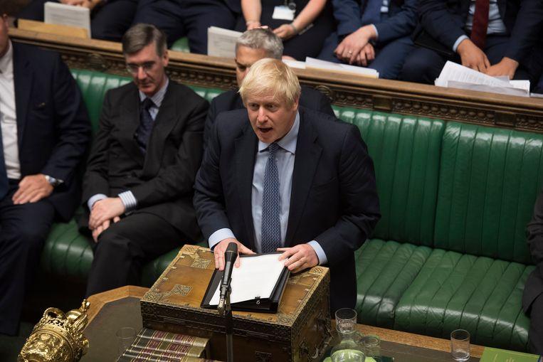 Boris Johnson spreekt in het Lagerhuis. Beeld EPA