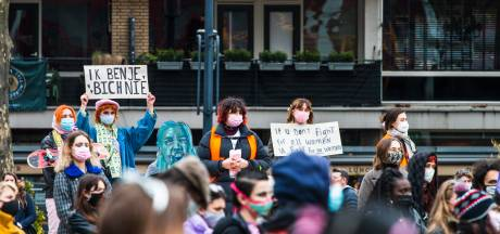 SlutStand brengt honderden demonstranten op de been in Rotterdam tegen seksuele intimidatie