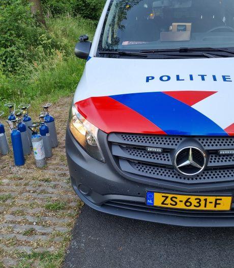 Politie vindt negen flessen lachgas bij flink eenzijdig ongeval bij Winterswijk