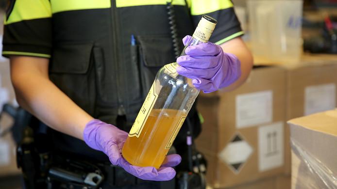 Grondstoffen voor drugsproductie gevonden in loods in Rucphen