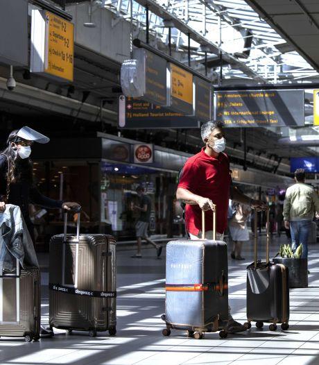 Winkelpersoneel Schiphol gaat vier uur in staking vanwege snijden in salarissen