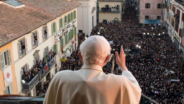 De vroegere paus Benedictus spreekt voor de laatste keer vanuit het pauselijke zomerverblijf Castel Gandolfo Beeld ANP
