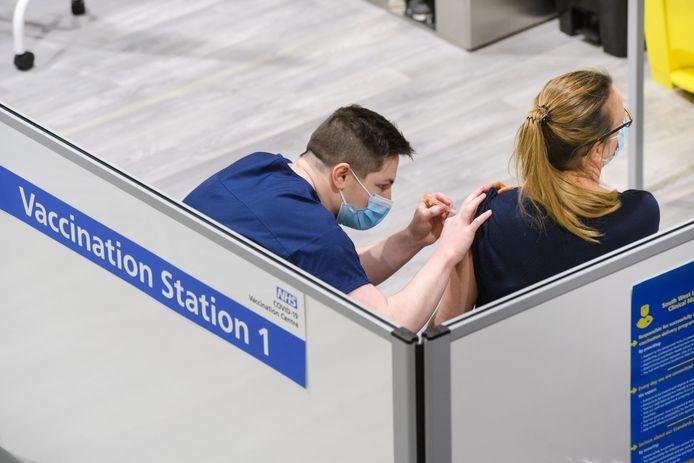 In het Verenigd Koninkrijk draait de vaccinatiecampagne op volle toeren, zoals hier in het zuiden van Londen. (10/03/2021)