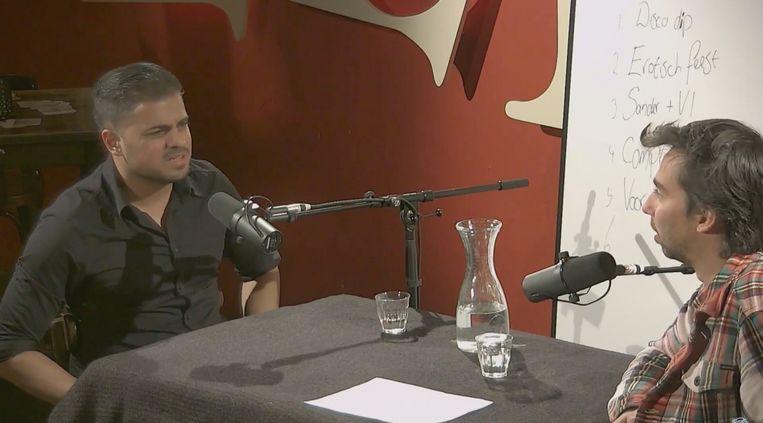 In Voor de show podcast kletsen Rayen Panday en Stefan Pop met elkaar en met andere comedians, in de hoop er materiaal voor hun nieuwe show uit te halen. Beeld -