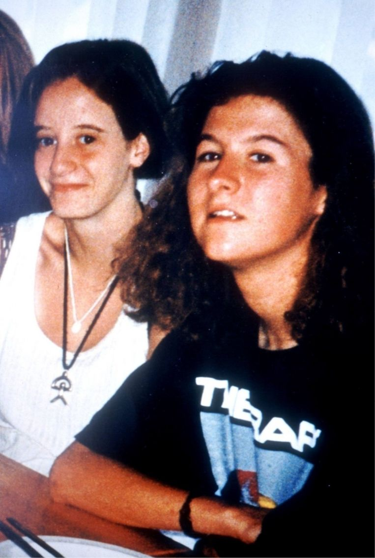 Eefje (links) en An. 'Misschien waren de ontvoeringen toch bestellingen? Dutroux wéét het, maar hij zegt niks'. Beeld