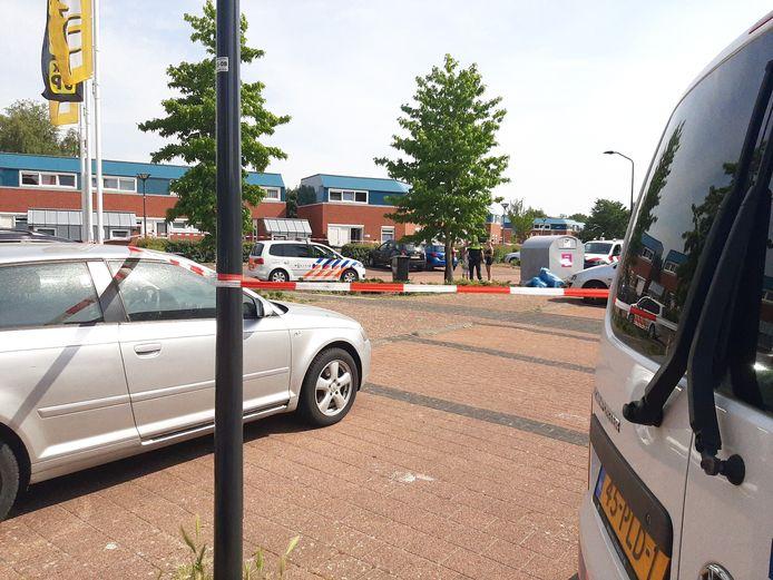 De politie onderzoekt een schietincident aan de Jol in Lelystad.