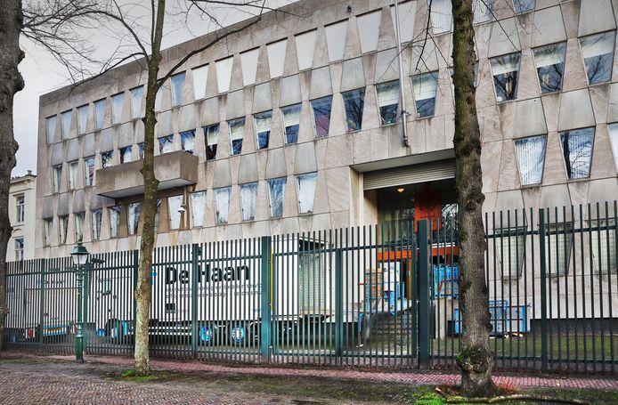 Het platgooien van de oude Amerikaanse ambassade mag absoluut niet.