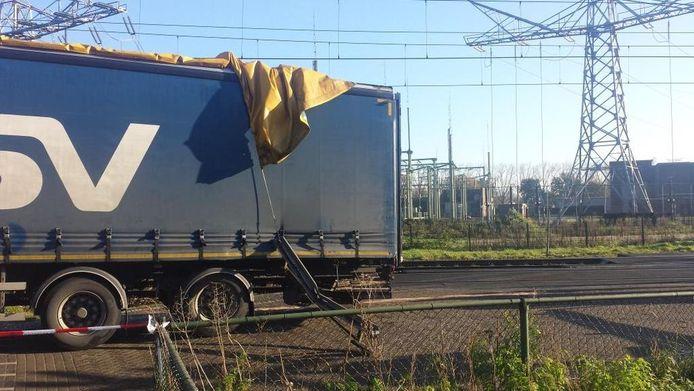 De trein raakte bij het ongeval de achterkant van een vrachtwagen.