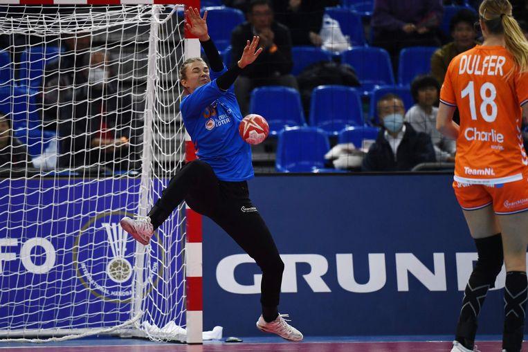 Doelvrouw Tess Wester tijdens de halve finale tegen Rusland.  Beeld AFP