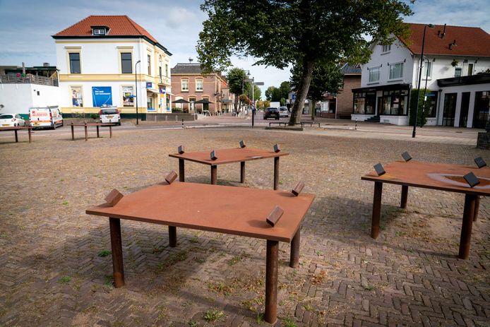 'Stalen tafels' aan het Kinkelplein in Bemmel.