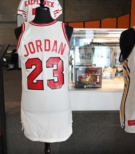 Voor deze recordbedragen zijn basketbalshirts van Michael Jordan en Barack Obama geveild