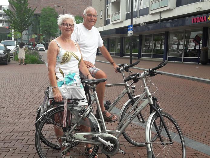 """Roelie (71) en Herman Klazen (72) gaan vooral met de fiets op vakantie: """"Je moet genieten voor je 85 bent''."""