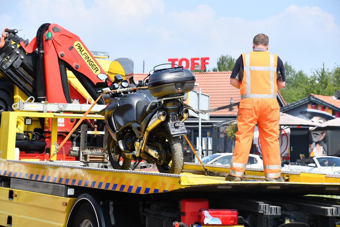 Bij een verkeersongeluk in Oosterland is een motorrijder gewond geraakt.