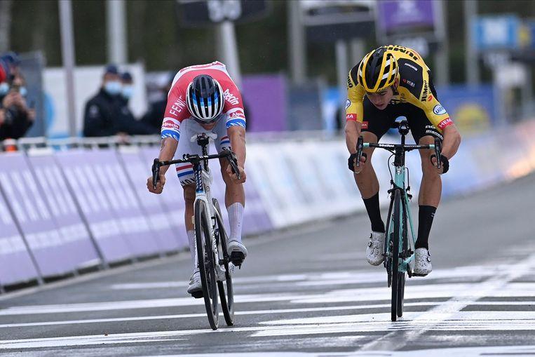 Mathieu Van der Poel en Wout Van Aert. Beeld Photo News