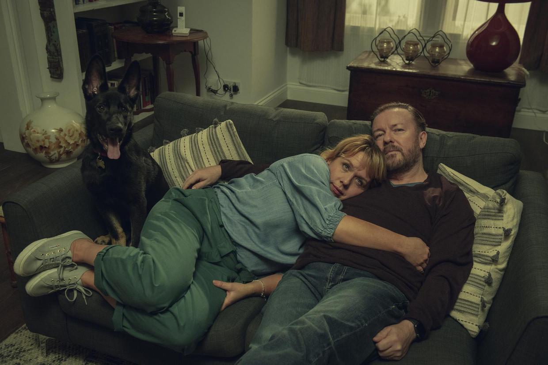 Kerry Godliman en Ricky Gervais in het tweede seizoen van 'After Life'.