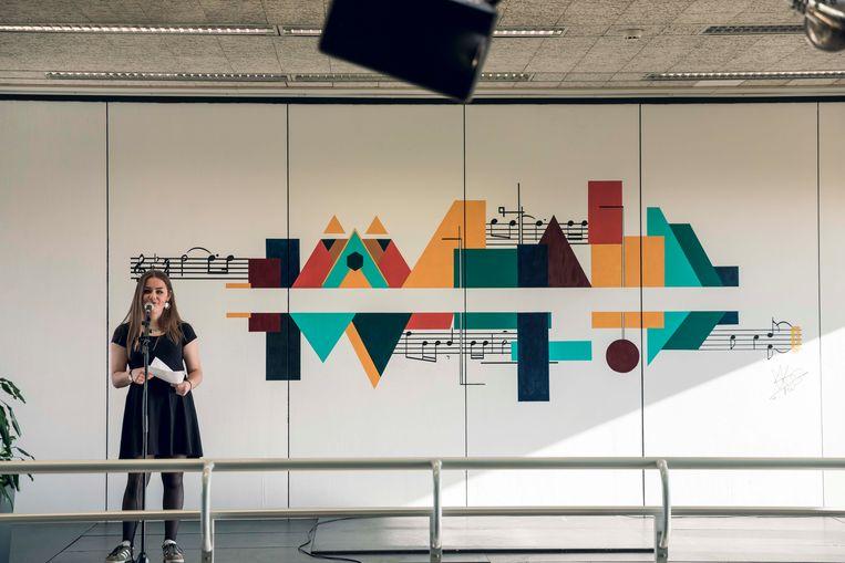 De knappe muurschildering in de Genkse academie voor beeldende kunst&media.