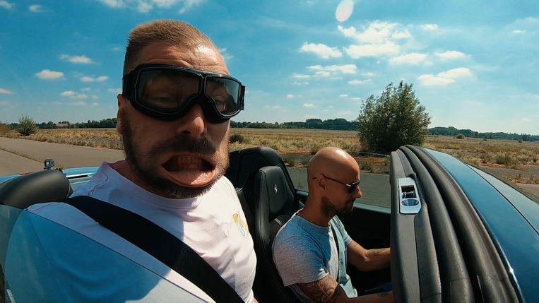 Kobe Ilsen en Tom Boonen gaan in de eerste aflevering vogels spotten. Beeld VRT