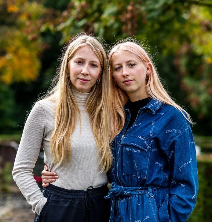 De zusjes Liselotte (links) en Isalinde Glerum maakten de documentaire 'Zusje lief' over de dood van hun zusje Hannemeike, tien jaar geleden.