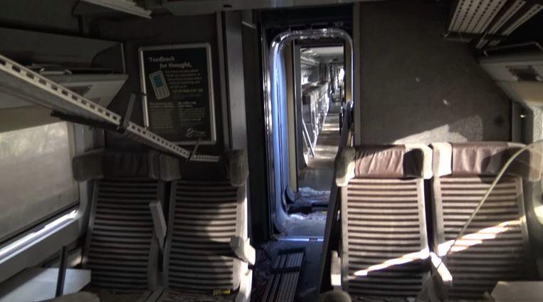Sommige delen van de trein lijken al bezocht door vandalen.